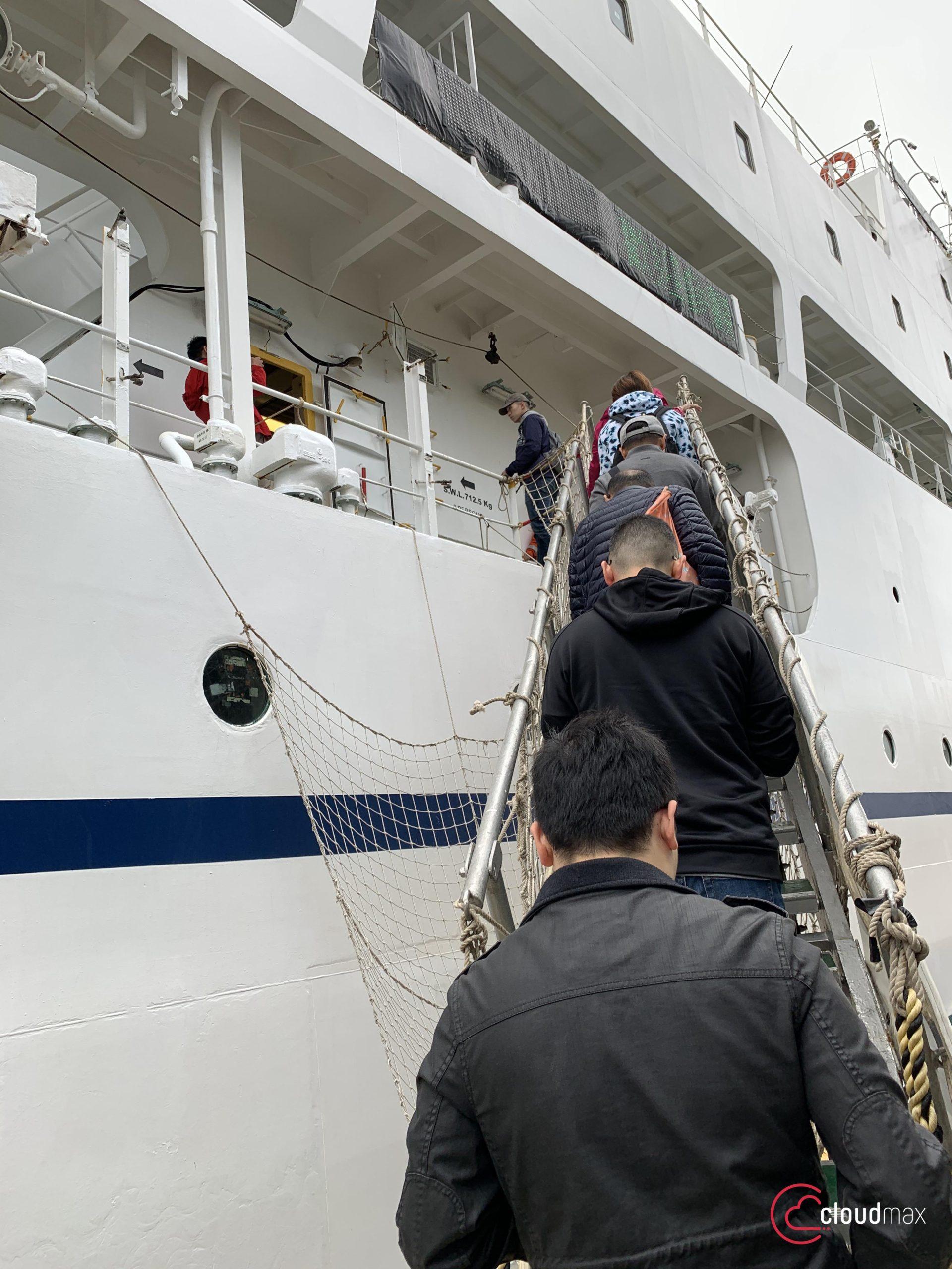 海纜船登船